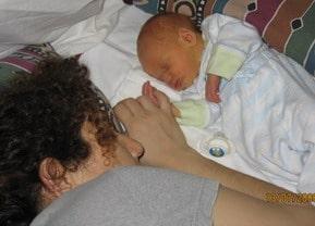 איך להקל על עייפות ומחסור בשינה אחרי הלידה-טיפים מעשיים