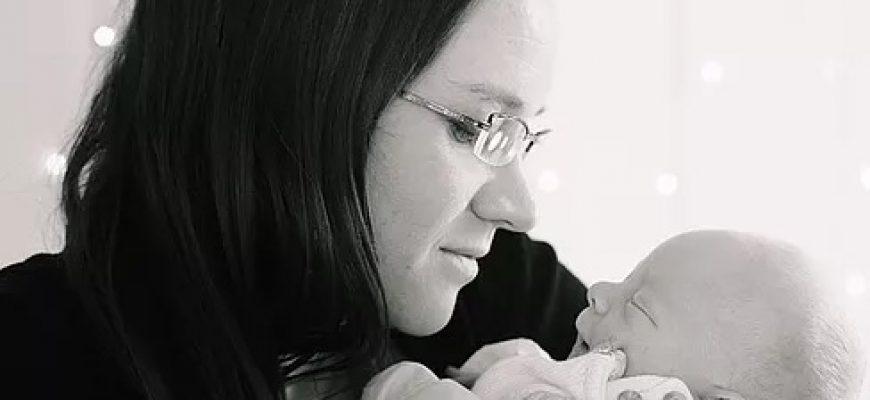 איך לעזור לתינוק להסתגל אחרי הלידה?