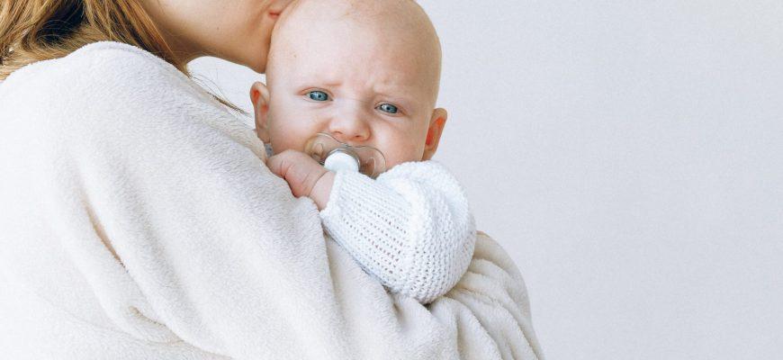 תינוק נרדם בנדנודים-איך להפסיק את הנדנוד וללמד אותו להרדם לבד?